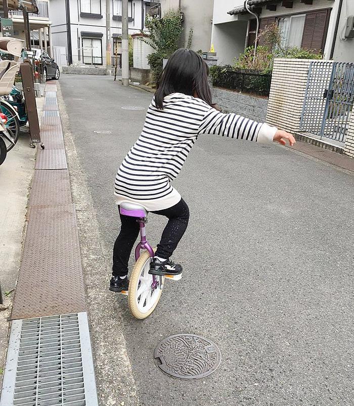 父親が、娘に一輪車教えられるのか?