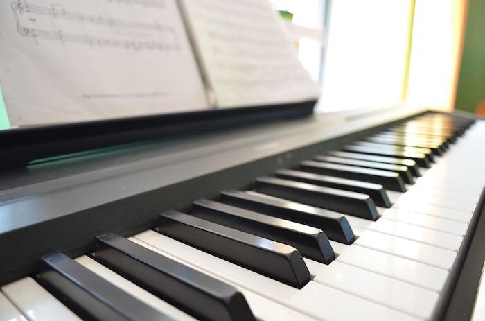 娘のピアノコンクールを見守る