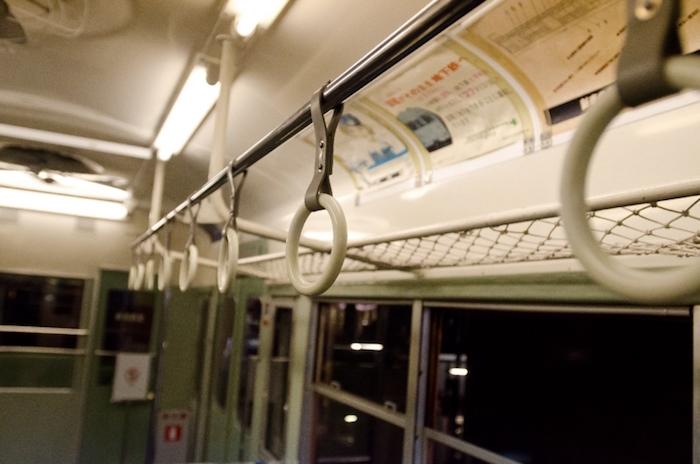 電車で電話は本当に悪なのか